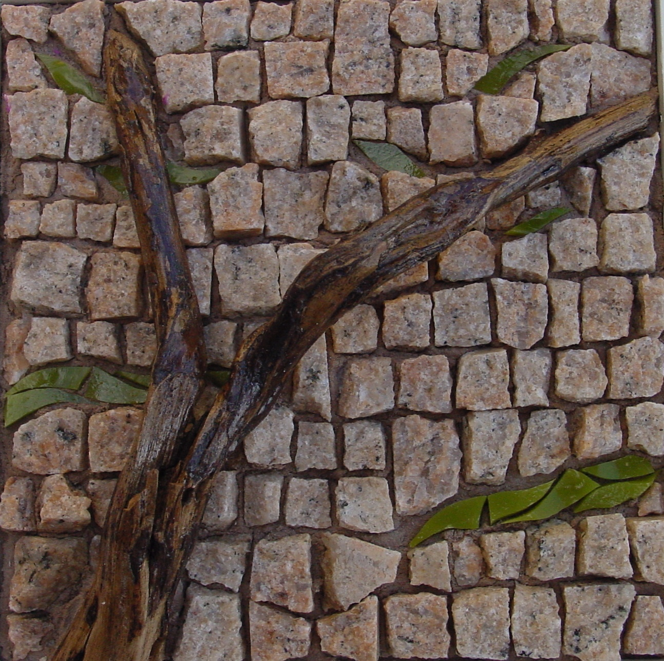 Vendu tableau en mosaique de granit et bois flott le for Petit bois flotte