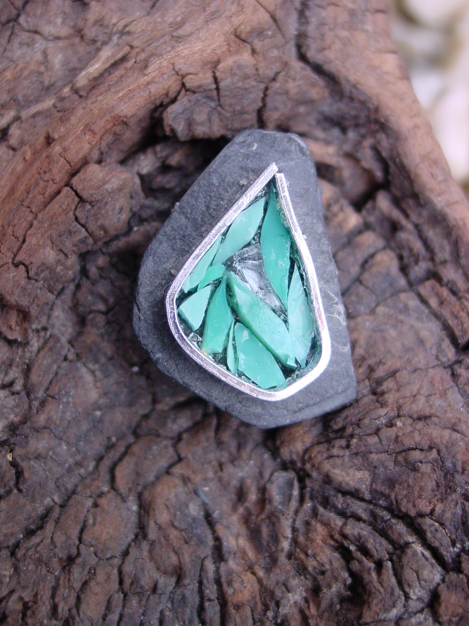 Broche en mosaique turquoise sur Ardoise | Le Petit Atelier d\'Isa