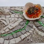 marbre et leur de faience avec incrustations de verre